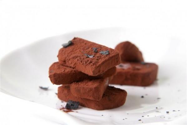 טראפלס שוקולד קפה עם פתיתי מלח שחור