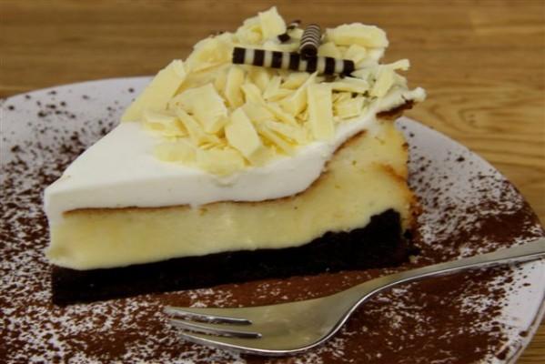 מתכון לעוגת גבינה ושוקולד בציפוי שמנת