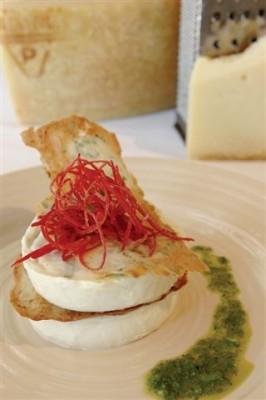 פנה קוטה ארבע גבינות עם קרקר, פרמזן ורוטב ירוק
