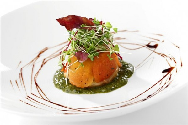 טארט טאטן עגבניות אפוי במילוי חצילים, ברוטב פסטו