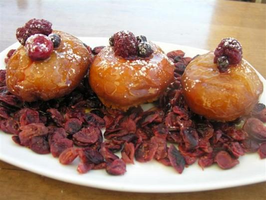 סופגניות קלאסיות עם ריבת פירות יער