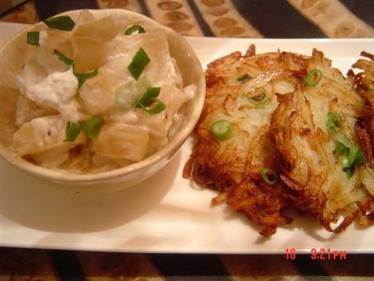 מתכון ללביבות תפוחי אדמה עם קרם תפוחי עץ ובצל ירוק