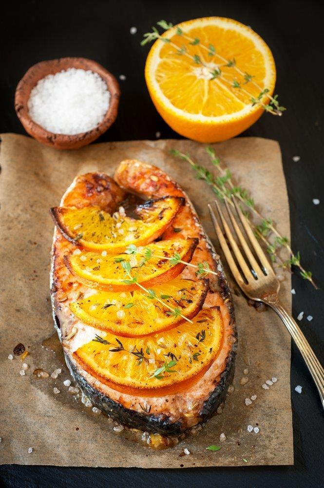 מתכון חגיגי וקל הכנה:  סלמון אפוי בג'ינג'ר, תפוז וטימין