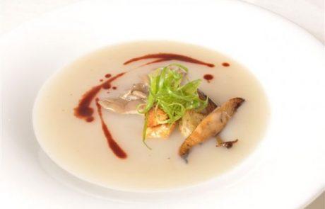מרק ארטישוק עם פטריות פורצ'יני