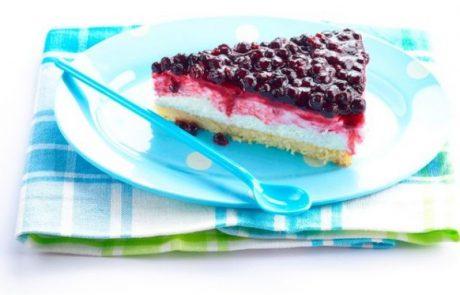 מתכון לשבועות: עוגת גבינה פירורים ואוכמניות