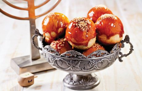 סופגניות אפויות עם תפוחי עץ, בציפוי קרמל טופי