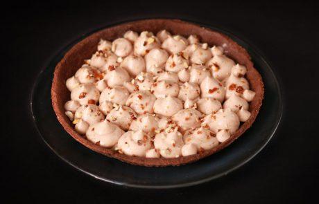 יום השוקולד הבינלאומי –  פאי שוקולד טבעוני במילוי גבינת נוגט עם קראנצ' אגוזים וקרמל