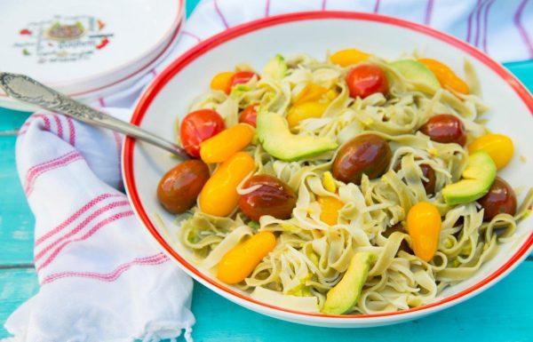 פסטה אבוקדו ועגבניות שרי