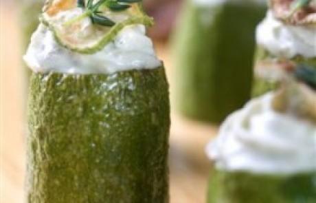 קישואים במילוי גבינת ריקוטה וטפאנד זיתים ירוקים של פרסקו