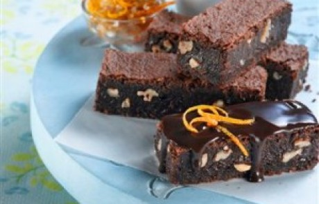 מתכון להכנת בראוניס כשר לפסח בציפוי גנאש שוקולד תפוז