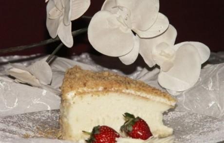 מתכון עוגת גבינה אפויה בציפוי שמנת ופרורי בצק חמאה