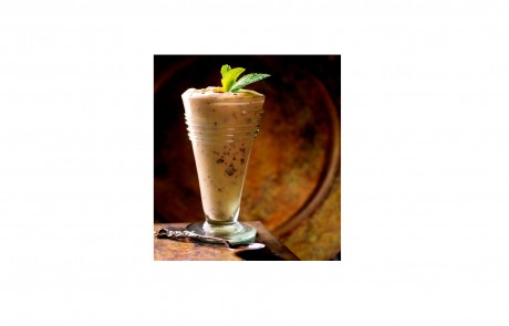 קינוח לפסח: מוס שוקולד לבן עם שבבי קקאו