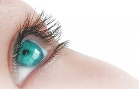 איך למנוע קמטי עיניים