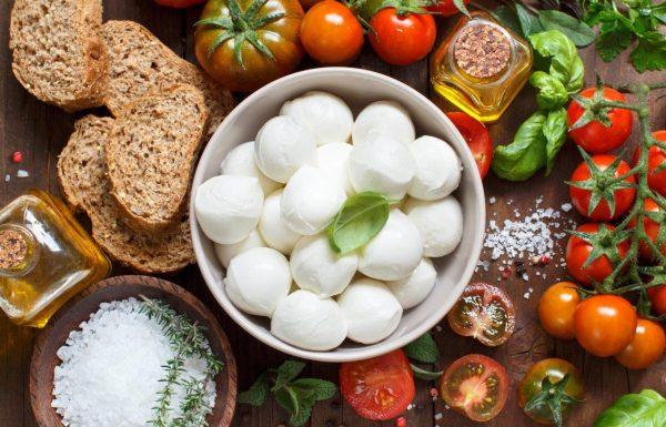 מתכון חלבי קל הכנה: מוצרלה טרייה ופלפלים קלויים