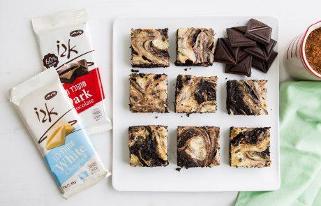 חברת כרמית חולקת מתכון בטעם עשיר של שוקולד-  בראוניז משויש עם שוקולד וגבינת ריקוטה.