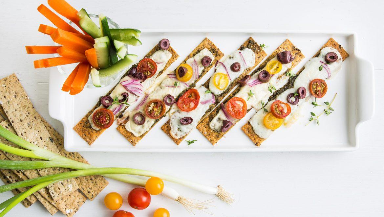 מתכון לארוחה קלה: טוסט פניני קרקר דגנים מפנק ועשיר בטעמים