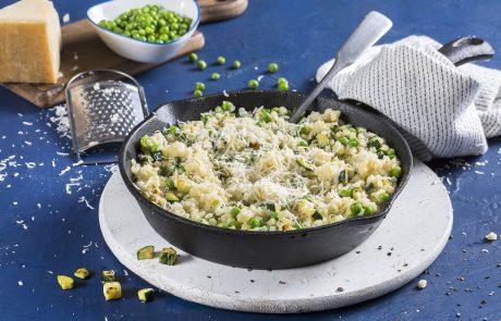 מתכון לשבועות: ריזוטו מפסטה קטנה עם ירקות ירוקים וגבינות