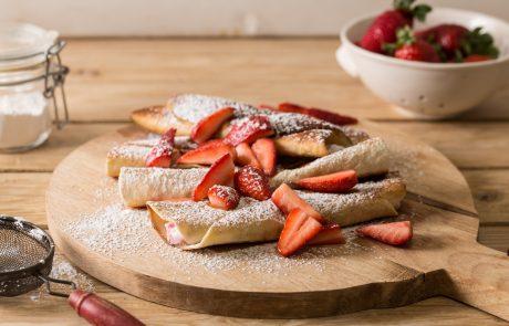 מתכון מתוק ומפנק: טורטיות ממולאות בקרם גבינת שמנת עם תותים
