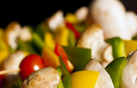 שיפודי ירקות במטבל גבינת סקי/קוטג'