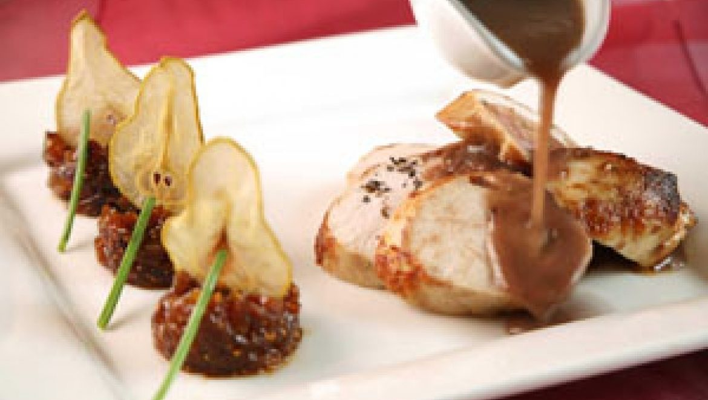 חזה עוף ברוטב תמרים ותערובת צרפתית בתוספת צאטני פירות יבשים