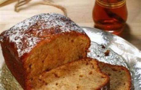 עוגת דבש לחה עם משמש
