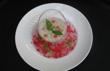 מרק מלון עם ריחן, חלב קוקוס וקוויאר אבטיח