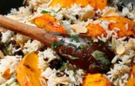 אורז חגיגי עם דלורית, שקדים צימוקים ודבש בניחוח קינמון