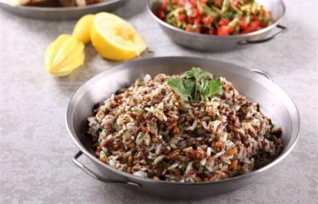 מתכון לראש השנה: אורז יסמין עם בשר טלה , בצל מטוגן , צנוברים קלויים ופטרוזיליה קצוצה